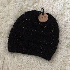 Accessories - ✨NWT✨ Black Multicolor Beanie
